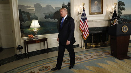 U.S. President Donald Trump departs after speaking about the Iran nuclear deal in the Diplomatic Room of the White House in Washington, U.S., October 13, 2017 © Kevin Lamarque