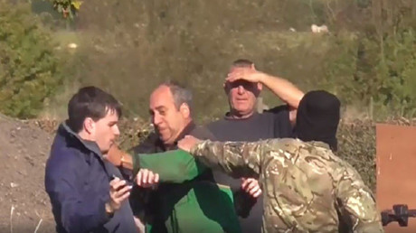 Farmer filmed attacking anti-hunting campaigners, ramming them with quad bike (VIDEO)