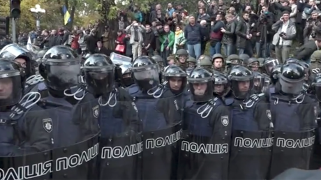 Anti-govt protesters erect tents near Ukraine parliament, confronted by police