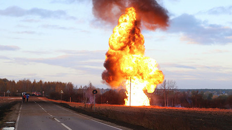 Gas pipeline blaze rocks Moscow region (VIDEOS)