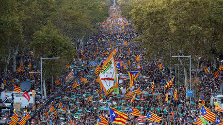 'It's a coup': Thousands protest power transfer from Barcelona to Madrid (VIDEO, PHOTO)