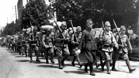 This archives picture received from South Korean newspaper Dong-A Ilbo on August 10, 2010 and taken during Japan's colonial rule between 1910 and 1945 in Korea shows Japanese soldiers marching along a street in Seoul © Dong-a Ilbo