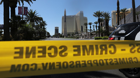 Police crime scene tape marks a perimeter outside the Luxor Las Vegas hotel and the Mandalay Bay Resort and Casino in Las Vegas, Nevada © Mike Blake