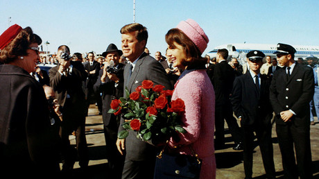 John F. Kennedy and Jacqueline Kennedy arrive at Love Field in Dallas, Texas less than an hour before his assassination © Cecil Stoughton