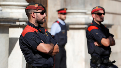 Mossos d'Esquadra, Catalan regional police officers © Yves Herman