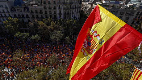 Pro-unity supporters take part in a demonstration in central Barcelona, Spain, October 29, 2017 © Yves Herman
