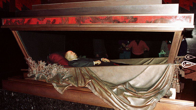 'Stop staring at his corpse': Kadyrov urges Lenin's burial