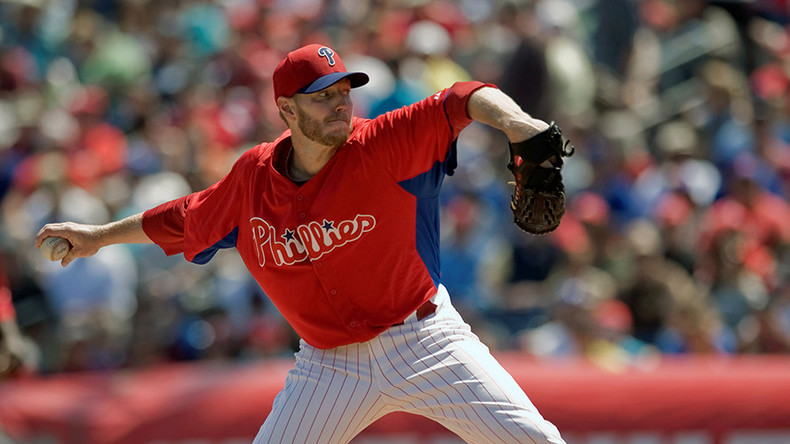 Tributes pour in after former All-Star pitcher Roy Halladay dies in plane crash