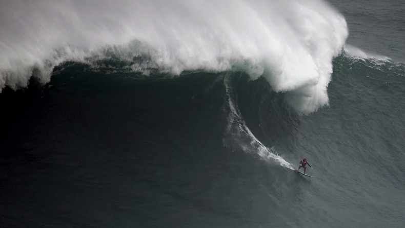 British surfer breaks his back in huge wipeout in Nazare (VIDEO)