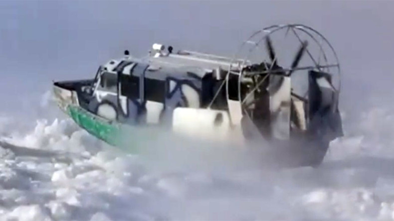 Not cold enough in Russia: Airboats brave ice drifts to cross river in Far East (VIDEO)