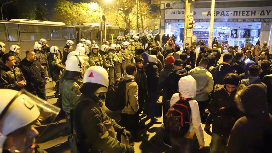 Greek police block dozens of refugees from leaving Thessaloniki for Macedonian border (VIDEO)