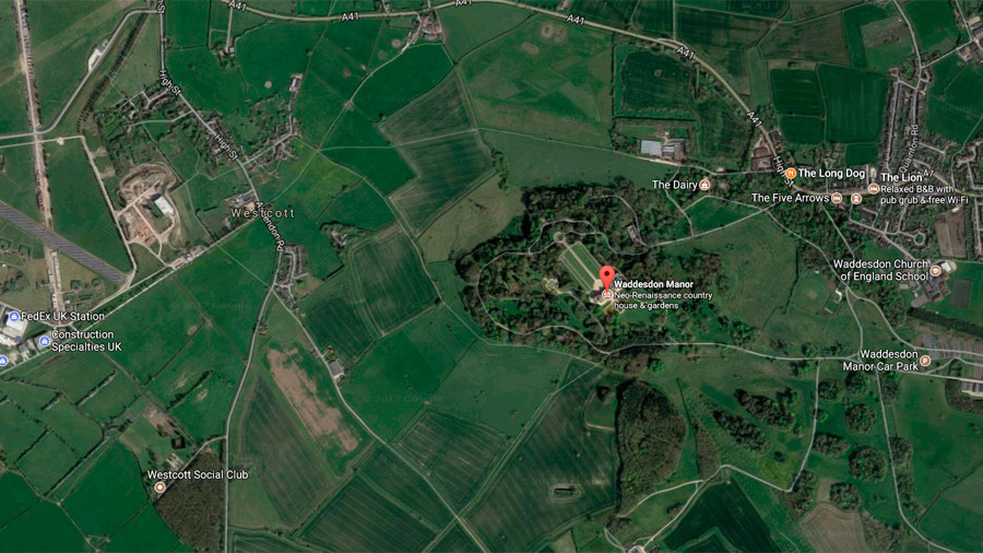 Helicopter and aircraft involved in mid-air crash in Buckinghamshire