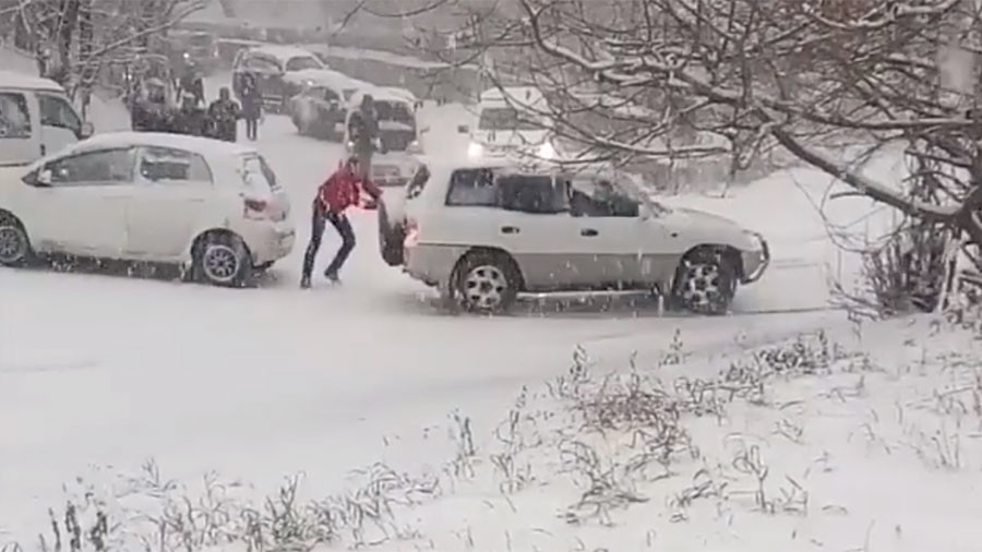 Heavy snowfall causes hundreds of car accidents in Russia's Far East (PHOTOS, VIDEO)