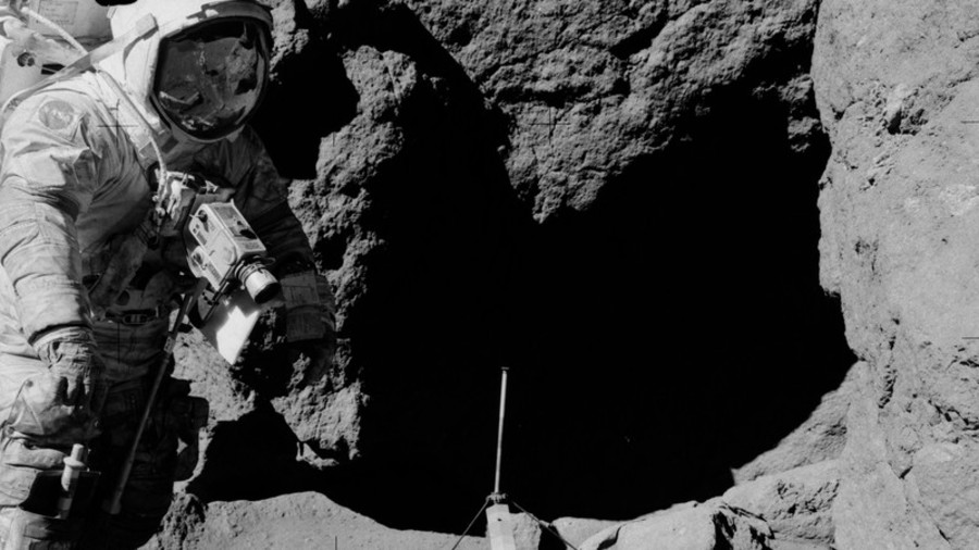Moon landing PHOTOS reignite conspiracy theories… again