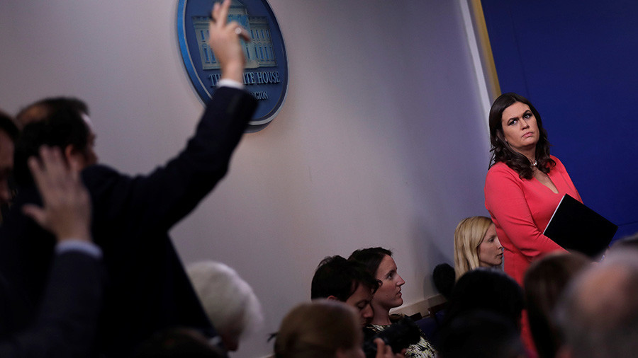 White House makes reporters 'give thanks' before asking questions