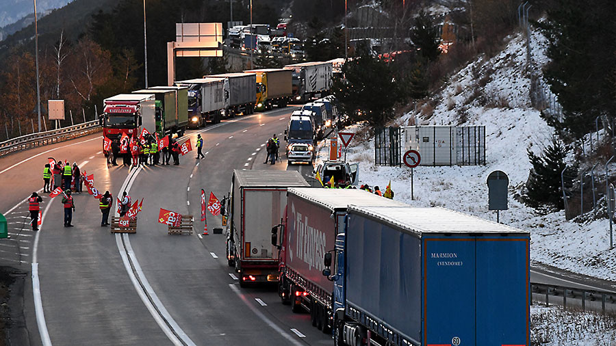 French truckers block borders to protest 'unfair competition' from eastern Europeans