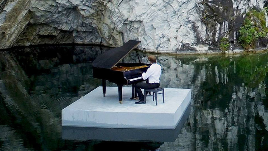 At one with nature: Russian musician performs piano piece in 'marble canyon' (VIDEO)