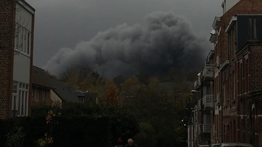 'Potentially toxic' cloud engulfs Brussels suburb, locals told to stay indoors (VIDEO)