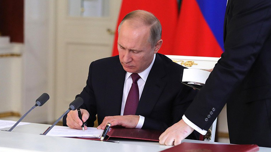 Vladimir Putin Signs Bill Targeting International Media Outlets