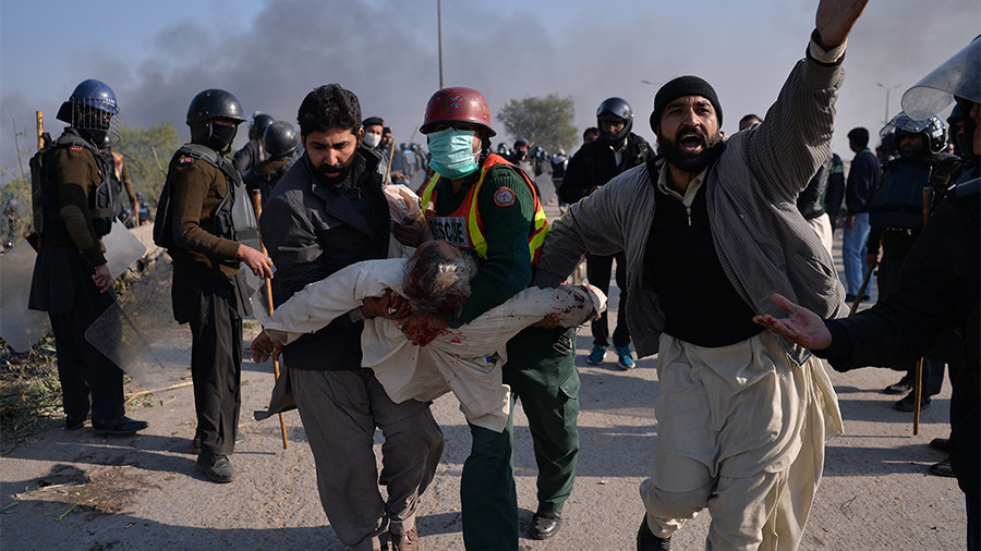 Pakistani govt calls in army to disperse Islamist protesters after 200 injured in clashes (VIDEO)