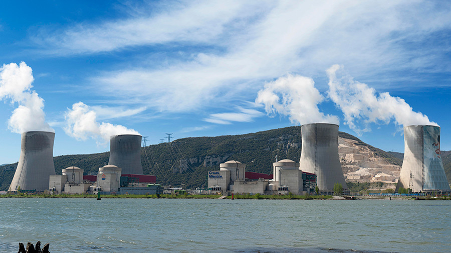 Are nuclear power plants protected in France? Greenpeace had no problems breaking in (VIDEO)