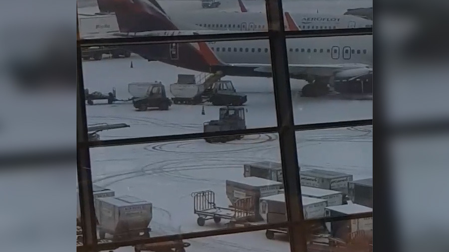 His last day at work? Baggage loader filmed drifting at busy Moscow airport (VIDEO)