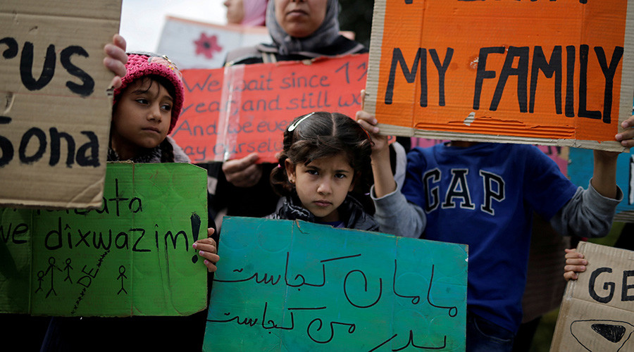 Refugees in Athens protest for family reunification in Germany