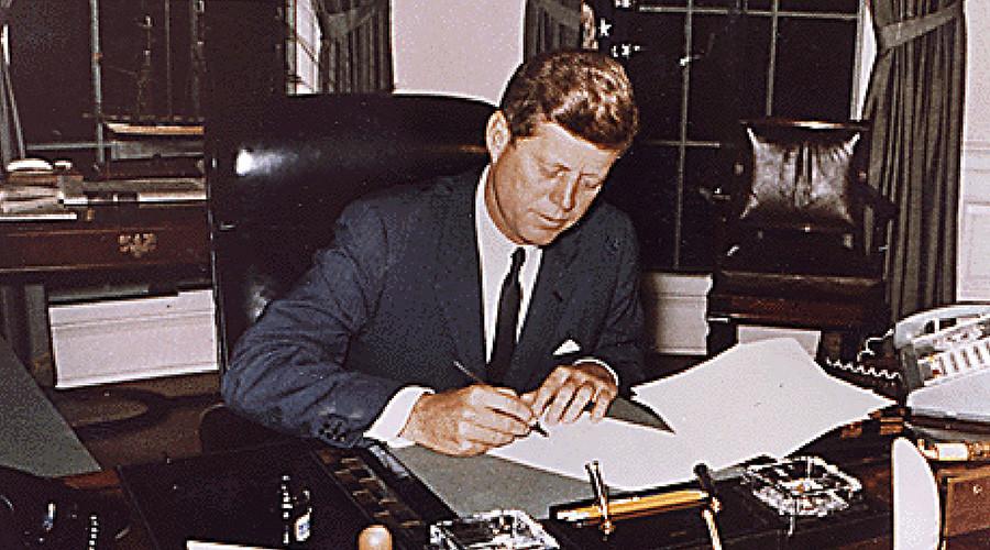 Democrats love George Bush & the FBI now. What happened?