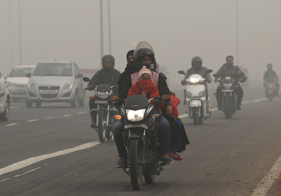 Indian politician likens smog-afflicted city to a 'gas chamber' (VIDEOS, PHOTOS)