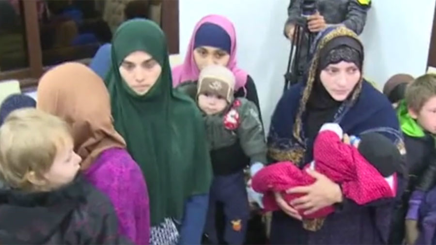 'Cycle of violence': Are women with 'ISIS links' victims or terrorists' accomplices? (DEBATE)