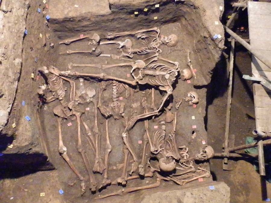 1,500 ancient skeletons unearthed in European mass graves (PHOTOS)