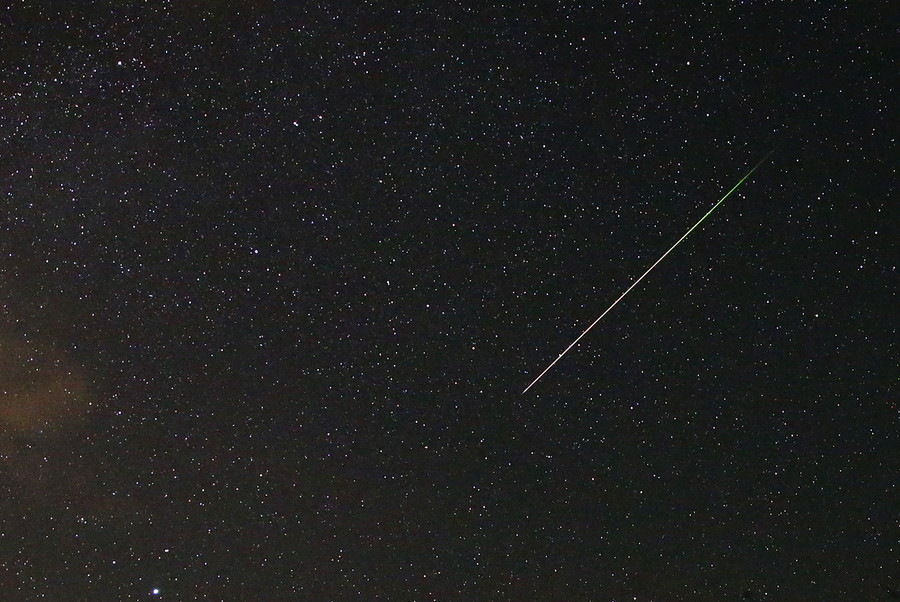 UFO traverses night sky over western Russia (VIDEO)