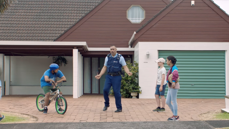 Badass NZ police recruitment video features helicopter, bagpipes & cop cat (VIDEO)