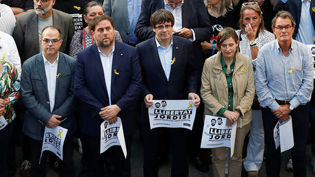 FILE PHOTO: Catalan President Carles Puigdemont (C) and other Catalan regional government members. © Gonzalo Fuentes