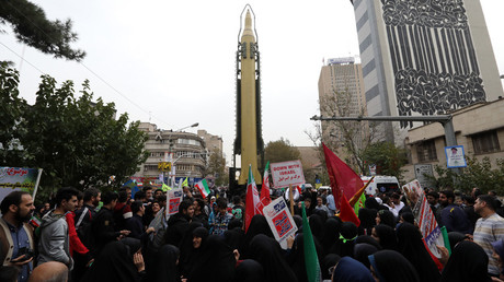 Iranians gather next to a replica of a Ghadr medium-range ballistic missile during a demonstration outside the former US embassy in the Iranian capital Tehran on November 4, 2017 © ATTA KENARE