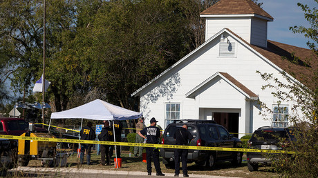 Law enforcement officials investigate a mass shooting at the First Baptist Church in Sutherland Springs, Texas, U.S. November 5, 2017. © Nick Wagner