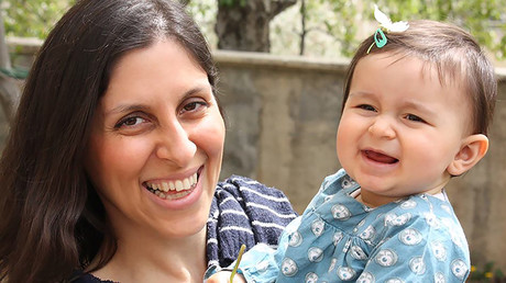Nazanin Zaghari-Ratcliffe (L) posing for a photograph with her daughter Gabriella © AFP