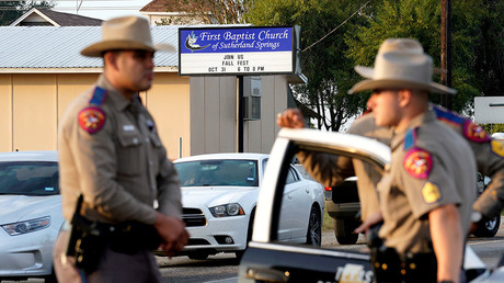 Police stand outside the site of a shooting at the First Baptist Church of Sutherland Springs, Texas, U.S. November 6, 2017 © Rick Wilking