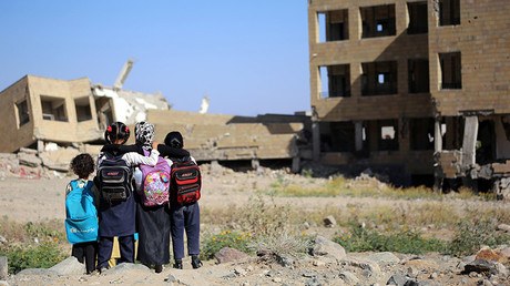 Yemeni school girls look at a school on March 16, 2017, that was damaged in an air strike in the southern Yemeni city of Taez  © Ahmad Al-Basha