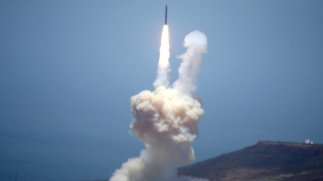 The Ground-based Midcourse Defense (GMD) element of the U.S. ballistic missile defense system launches during a flight test from Vandenberg Air Force Base, California, U.S., May 30, 2017 © Lucy Nicholson