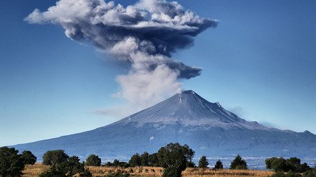 Volcano spews plume of ash into the sky near Mexico City (PHOTOS, VIDEO)