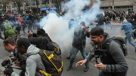 Protesters and journalists scramble as stun grenades are deployed by police during a protest near the inauguration of President Donald Trump in Washington, DC, US, January 20, 2017 © Bryan Woolston