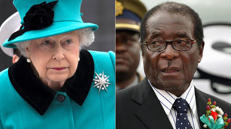 Queen Elizabeth II and Zimbabwe President Robert Mugabe © Reuters