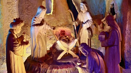 A hand-carved nativity scene. © AFP