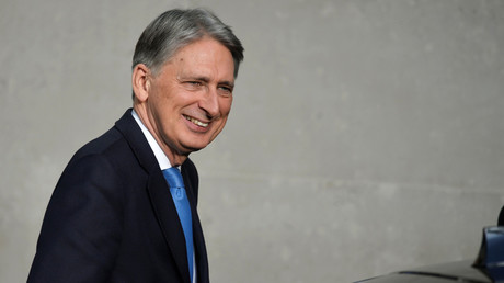 Britain's Chancellor of the Exchequer Philip Hammond arrives at the BBC in London, November 19, 2017. © Mary Turner