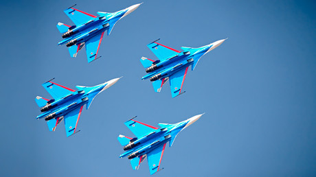Russian Knights aerobatic demonstration team at the Dubai Airshow 2017 © Sputnik