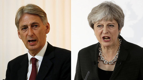 Britain's Chancellor of the Exchequer, Philip Hammond (L), Britain's Prime Minister Theresa May. © Reuters