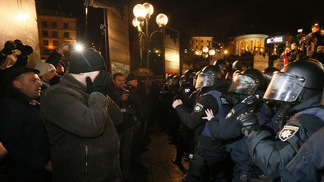 Police clash with protesters in Kiev