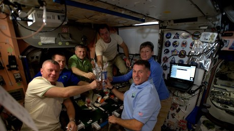 Space Turkey: ISS crew give crash course in making Thanksgiving dinner (VIDEO)