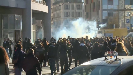 Police deploy tear gas against students protesting university reform in Paris